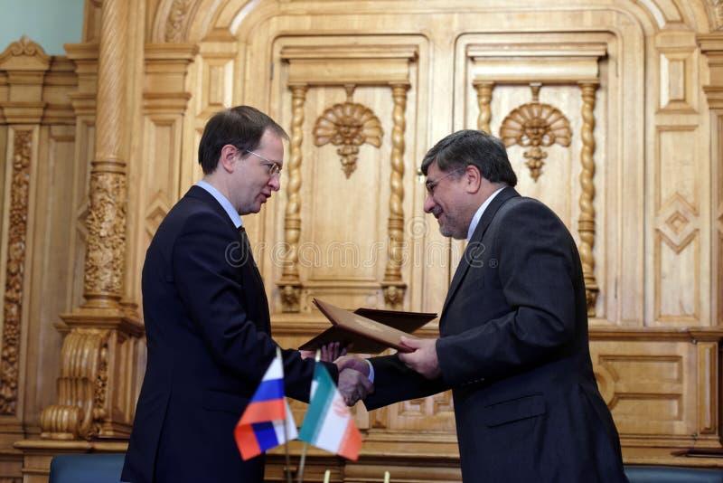 Русский министр культуры Владимира Medinsky и иранский министр культуры и исламского наведения Али Jannati стоковое фото