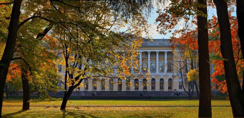 Русский музей в саде ` s Mikhailovsky Санкт-Петербурга стоковые изображения rf