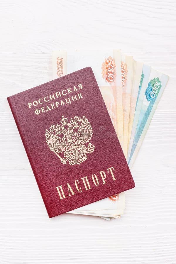 Русский пасспорт с деньгами стоковое фото rf