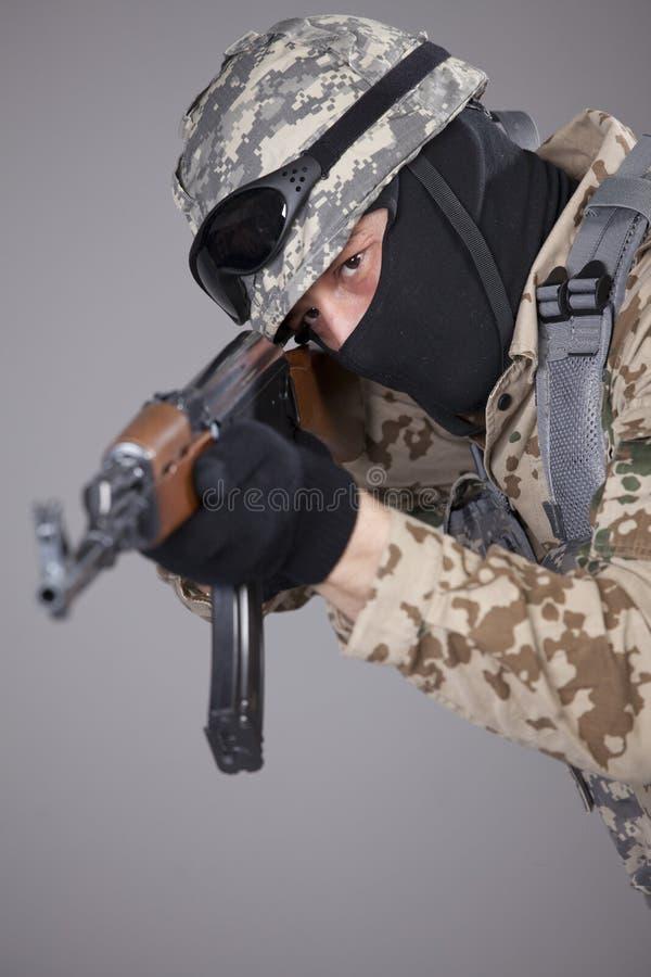 Русский солдат с пулеметом стоковые фотографии rf