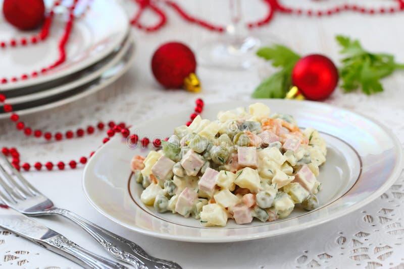 Русский традиционный салат Olivier для партии Нового Года стоковые изображения rf