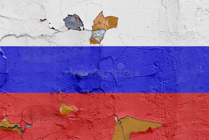 Русский флаг покрашенный на выдержанной бетонной стене стоковые изображения