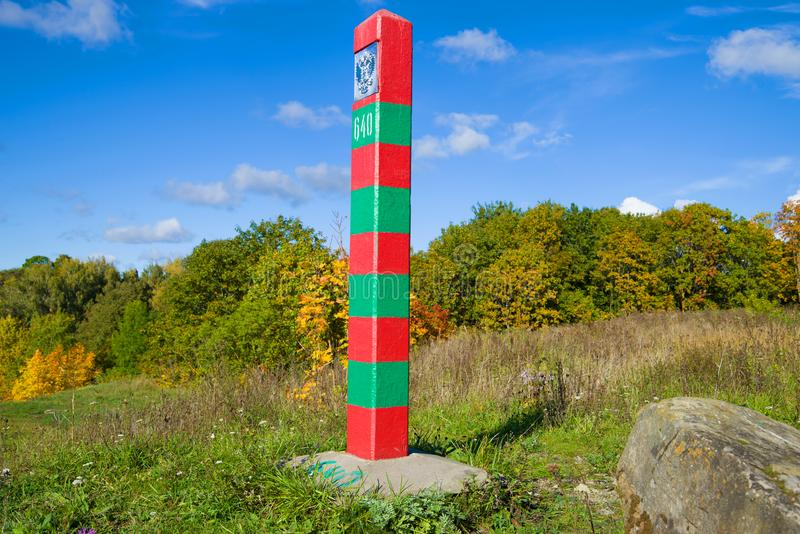 Русский штендер границы в ландшафте осени, солнечный день стоковые фото