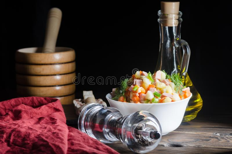 Русское традиционное ` Olivier ` салата стоковая фотография rf