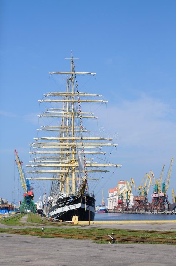 Русское учебное судно Kruzenshtern ветрила. Калининград стоковое фото rf