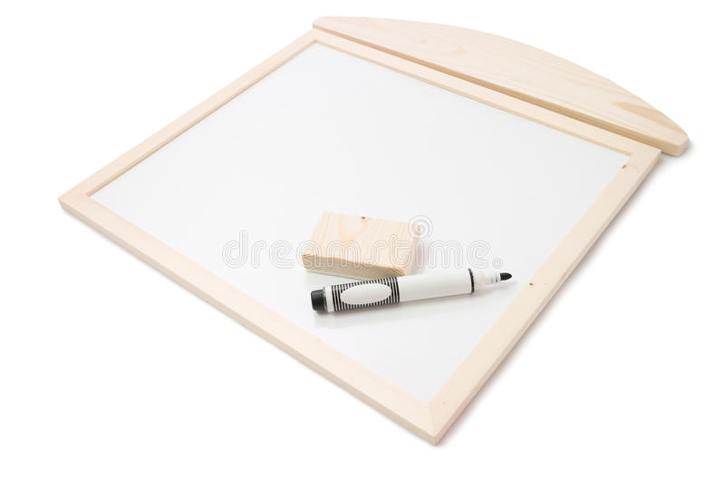 Ручка и ластик на деревянном Whiteboard на белизне стоковое изображение