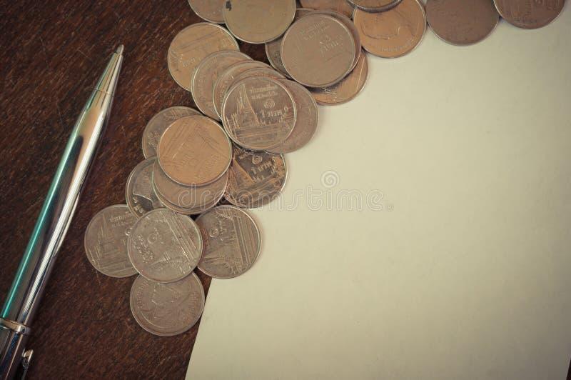 Ручка и монетки стоковое фото rf