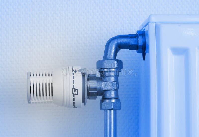 Ручка температуры радиатора топления, используемая и пылевоздушная стоковые фото