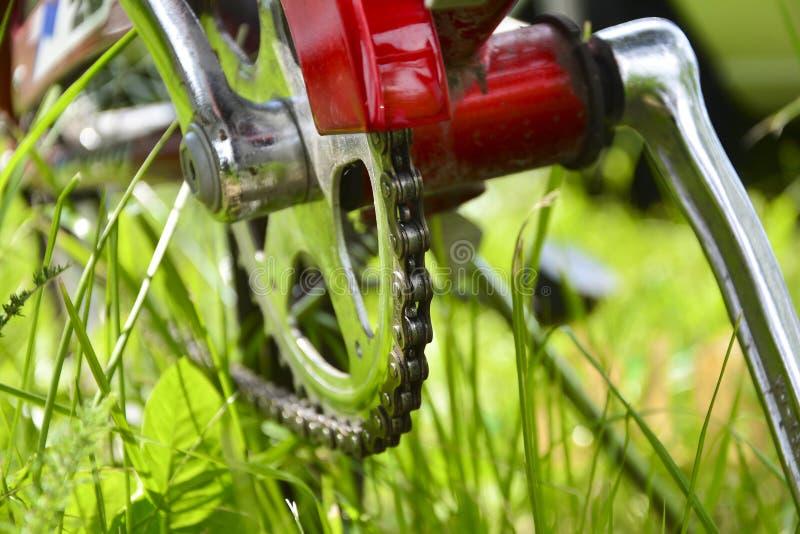 Ручка, цепная крышка и педаль Конец-вверх части велосипеда стоковая фотография