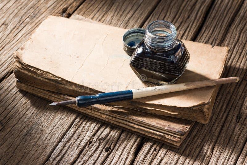 Ручка чернильницы и погружения стоковые изображения