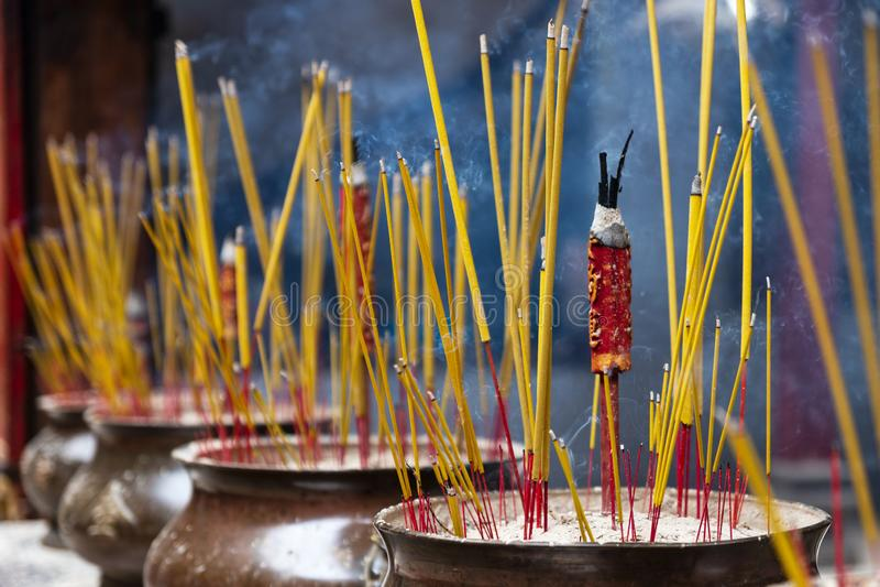 Ручки ладана в виске Thien Hau Cho Lon Чайна-тауна, района 5, Сайгон, Хошимин, Вьетнам стоковые изображения rf