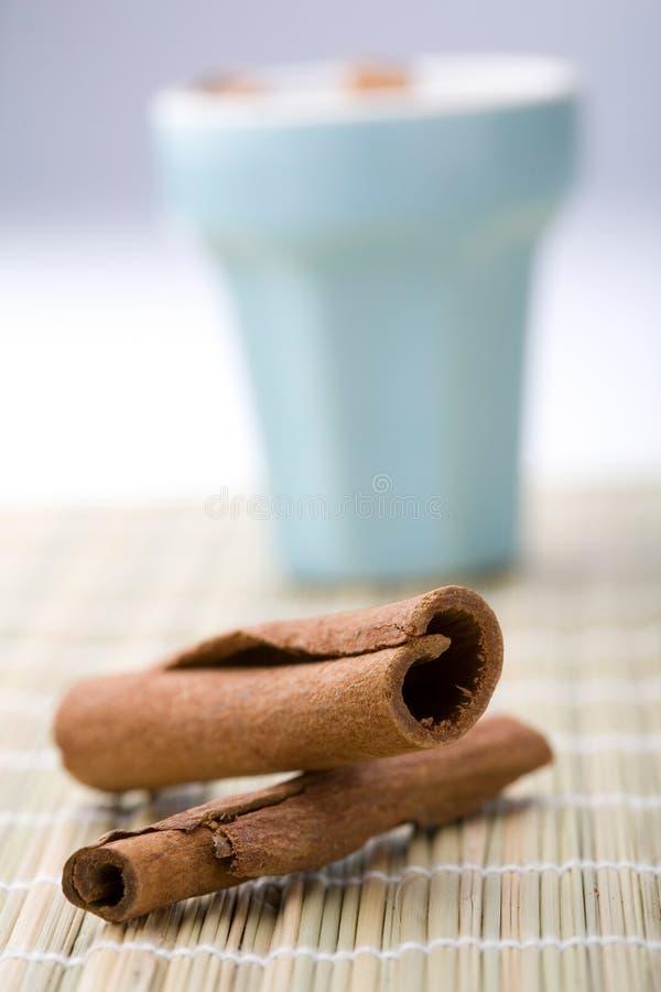 ручки чашки циннамона стоковые фото