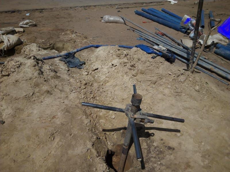 Ручная скважина сверла в засушливых местах стоковые фотографии rf