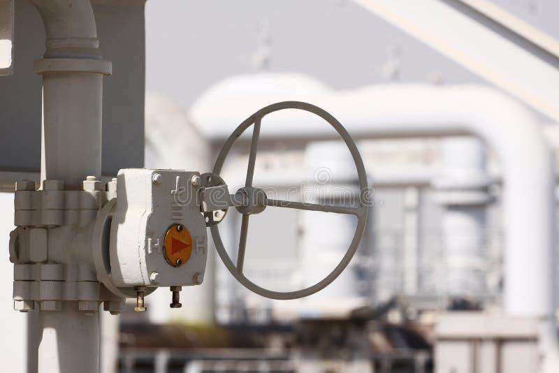Ручной клапан на отростчатом тубопроводе стоковое фото