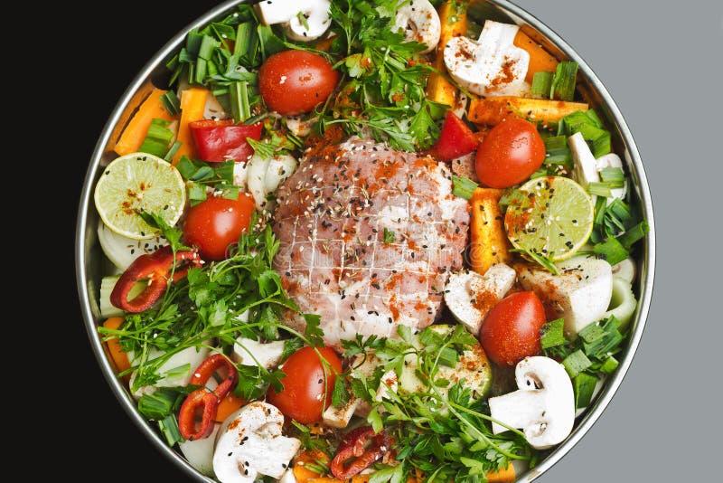 Рулада с мясом с овощами и специями стоковая фотография rf