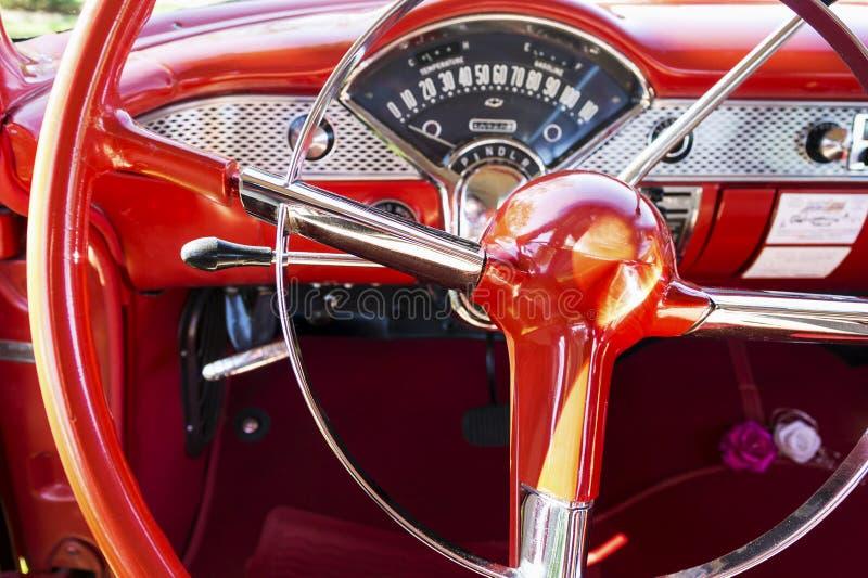 Рулевое колесо автомобиля стиля 1950s стоковое изображение