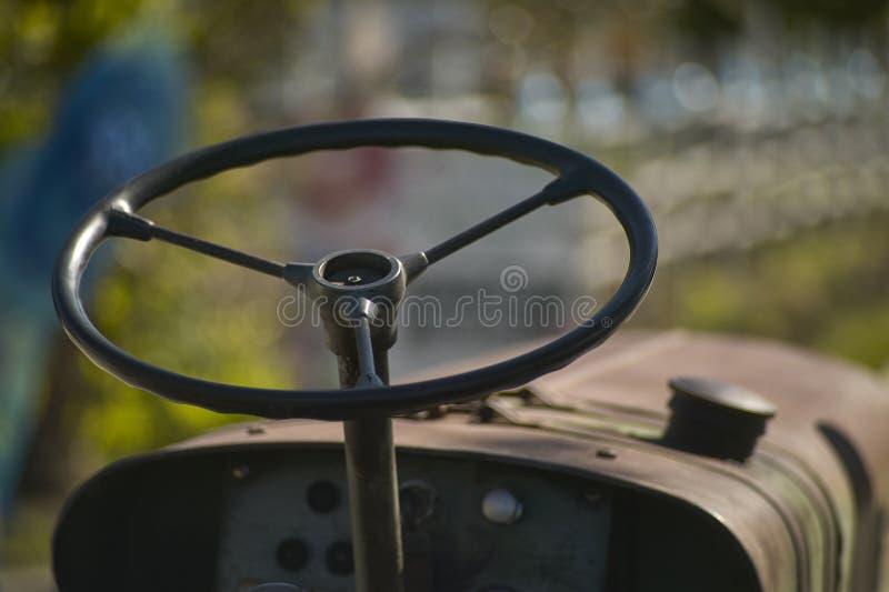 Рулевое колесо ` s трактора стоковое изображение