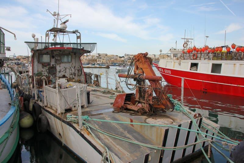 Рыбацкая лодка в порте в рыбацком поселке Marsaxlokk стоковое фото rf