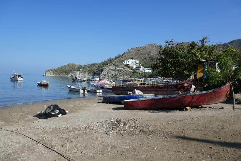 Рыбацкая лодка на пляже стоковая фотография rf