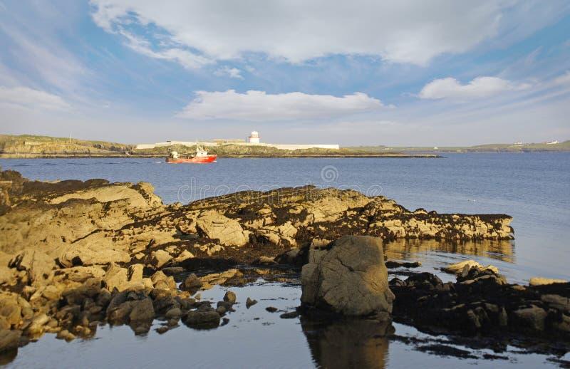Рыбацкая лодка около Killybegs, Donegal, западной Ирландии стоковые изображения rf