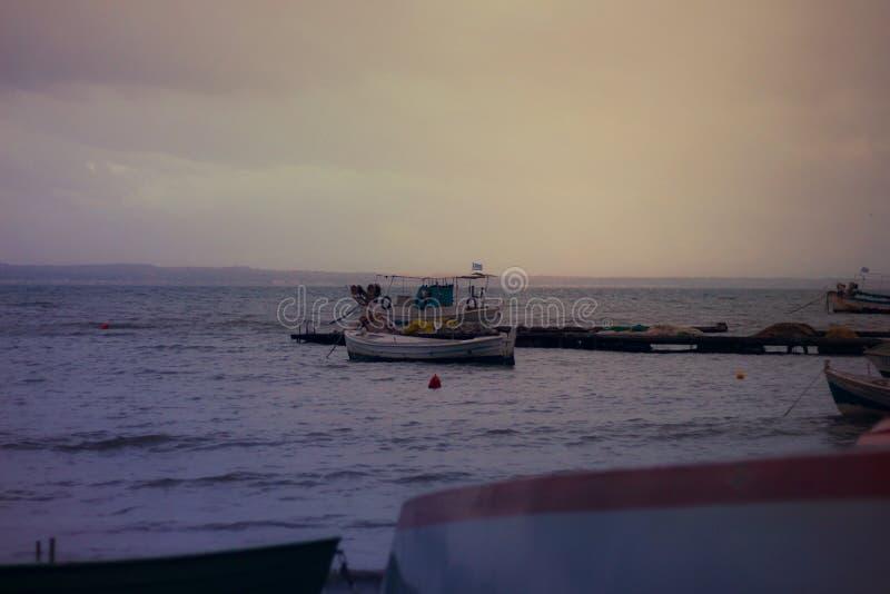 Рыбацкие лодки в kalamaria стоковые изображения rf
