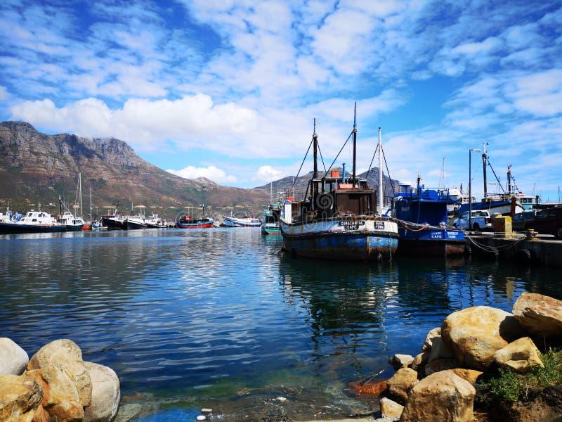 Рыбацкие лодки гавани залива Hout стоковые изображения