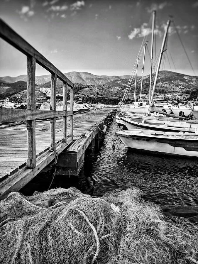 Рыбацкие лодки на моле стоковое фото