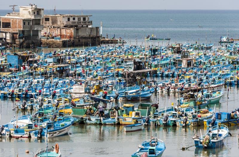 Рыбацкие лодки в Salinas, эквадоре стоковое фото