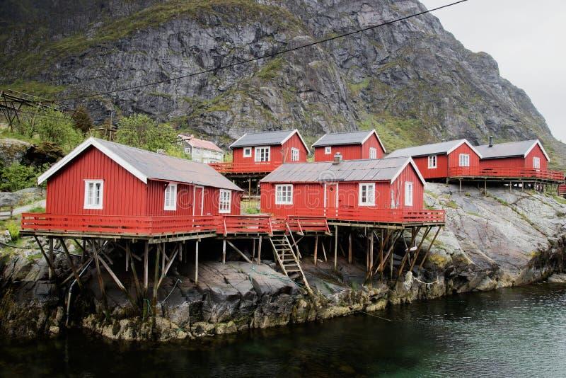 Рыбацкий поселок на островах Lofoten в Норвегии стоковые фото
