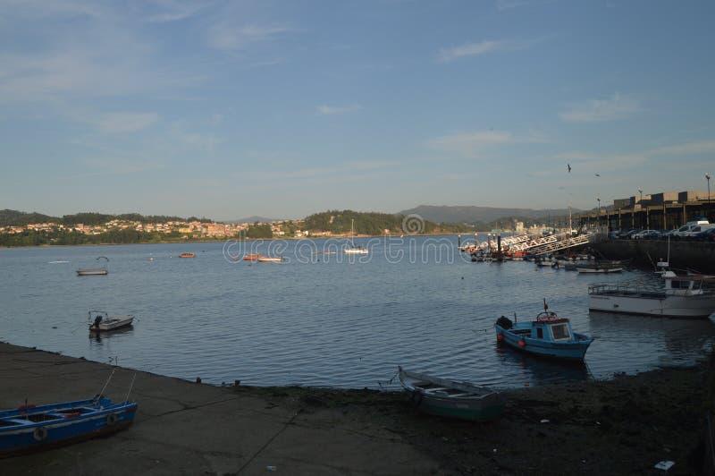 Рыбный порт в красивой деревне Combarrro стоковое изображение