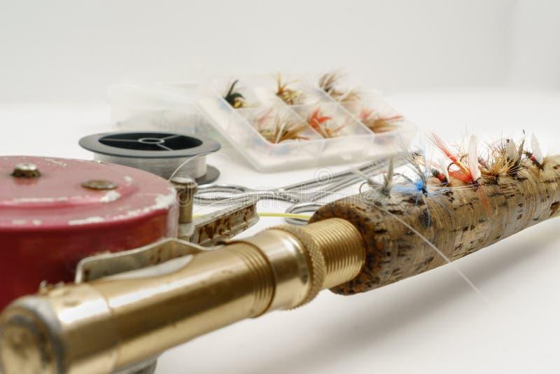 Рыболовные принадлежности мухы на белой предпосылке стоковое фото rf