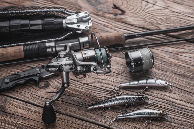 Рыболовные снасти для улавливать захватнических рыб Wobblers, закручивая, вьюрок, удя линия стоковое изображение rf