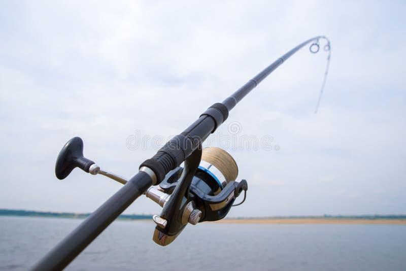 Рыболовный стержень с рельефом стоковые фото