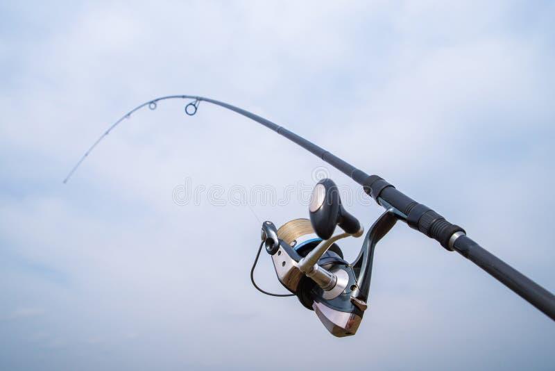 Рыболовный стержень с рилом стоковое фото