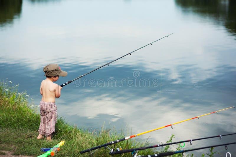 рыболовство мальчика стоковое фото rf