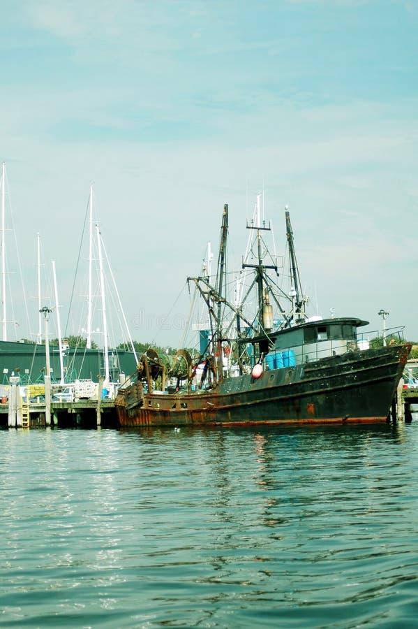 Download рыболовство шлюпки стоковое изображение. изображение насчитывающей омар - 475699