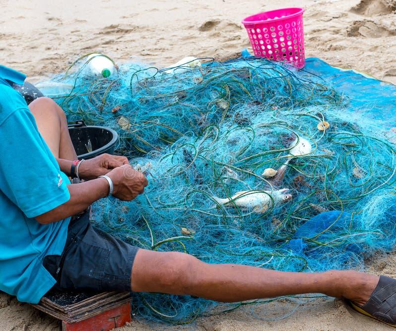 Рыболовы живут на seashore стоковые изображения rf