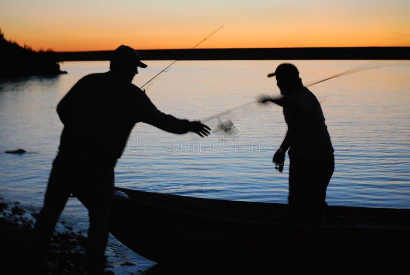 Рыболовы захода солнца стоковые изображения rf