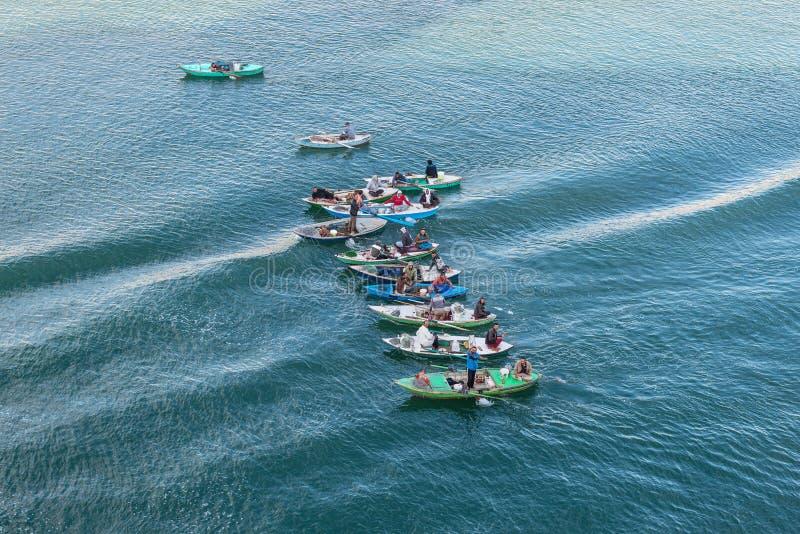 Рыболовы на канале Суэца в Египте стоковая фотография