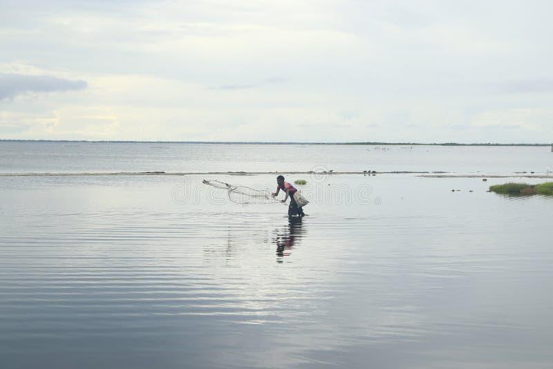 Рыболовы Шри-Ланки выравнивая время стоковая фотография rf