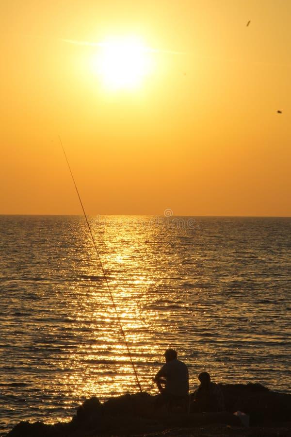 Рыболов силуэта стоковые фото