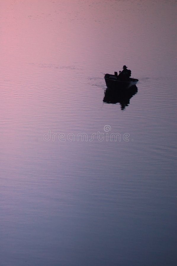 рыболов уединённый стоковая фотография