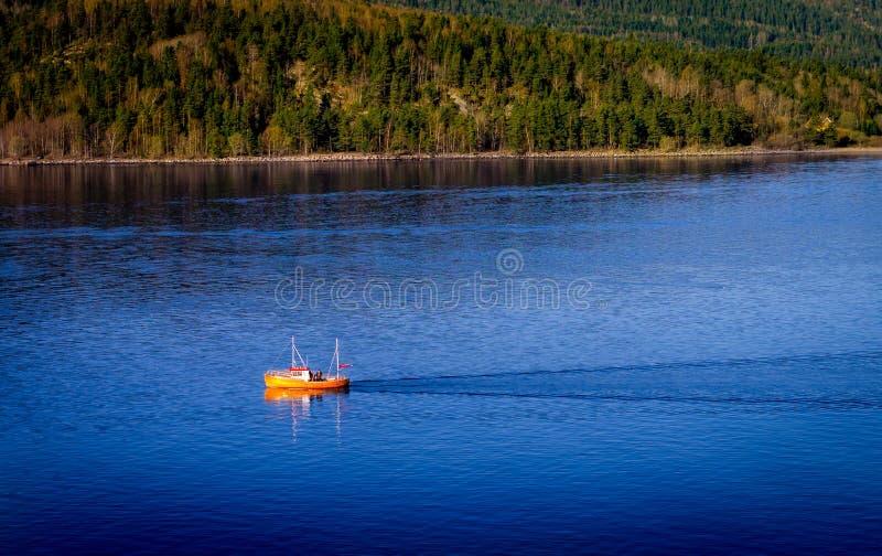 Рыболовецкое судно, фьорд Осло, Норвегия стоковые изображения rf