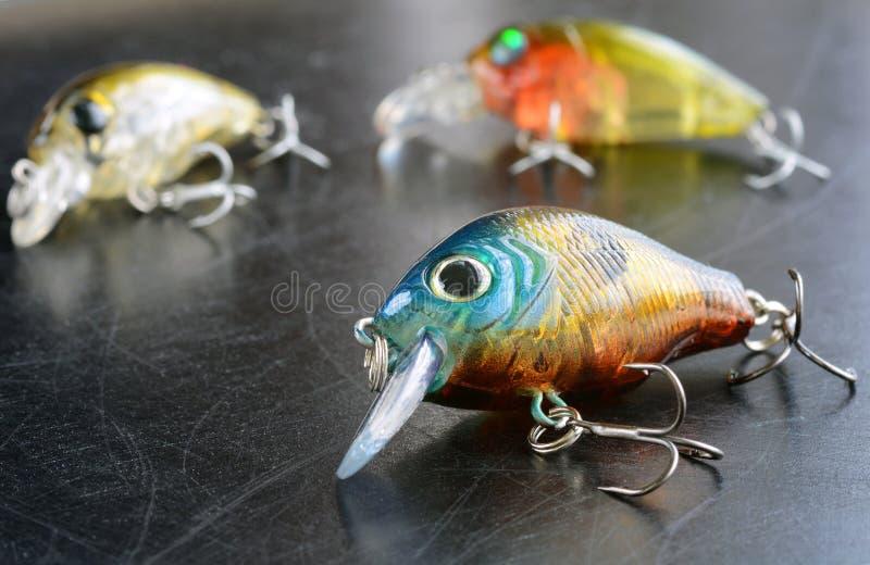Рыболовные снасти - рыбная ловля, крюки и Wobblers на предпосылке стоковое изображение