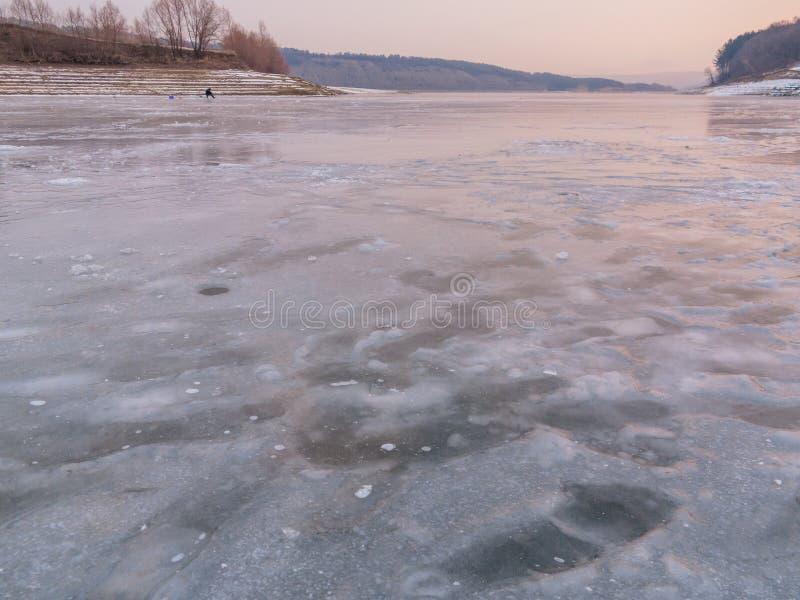 Рыболовство зимы на льде стоковое изображение