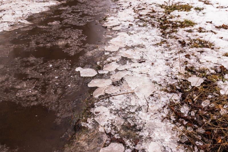 Рыболовство зимы на льде стоковые изображения