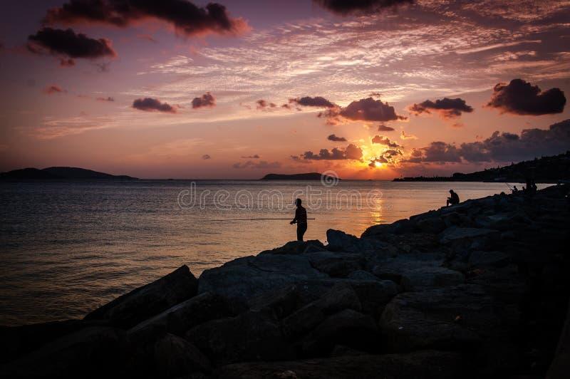 Рыболовы в заходе солнца стоковое изображение