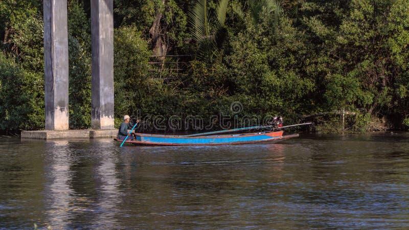 Рыболов в реке стоковая фотография rf