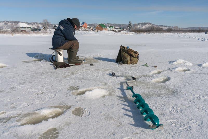 Рыболов зимы стоковые изображения