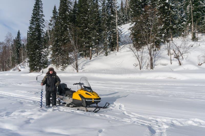 Рыболов зимы стоковая фотография